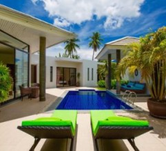 1635_23-pool-loungers-day