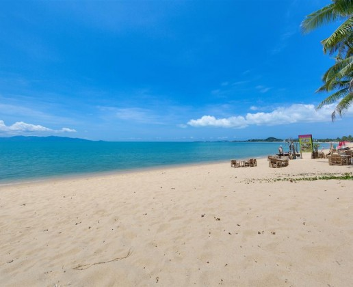 This is the adjoining beach for a villa in Koh Samui listed by Horizon Homes