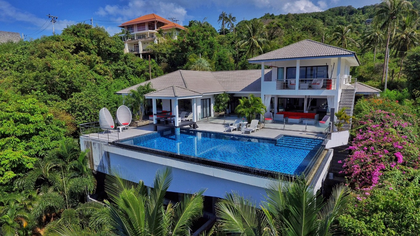 Stunning 4-bedroom sea view villa with a private pool.