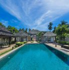Large beach villa, luxury build.