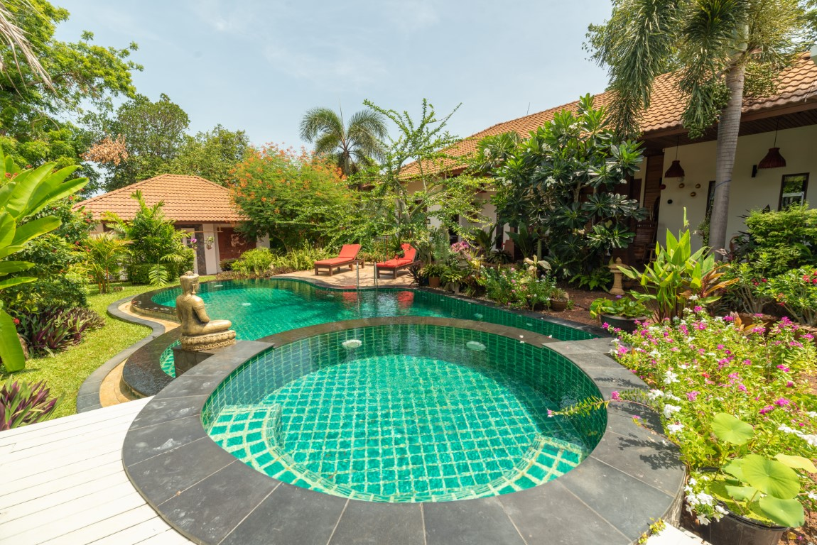 Beautiful garden villa with pool