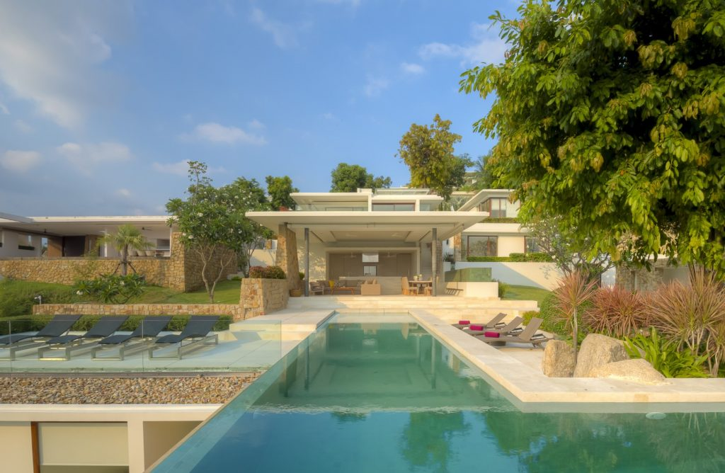5 bedroom modern villa, good location