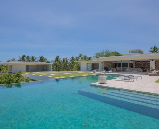 6 bedroom sea view villa with large swimming pool