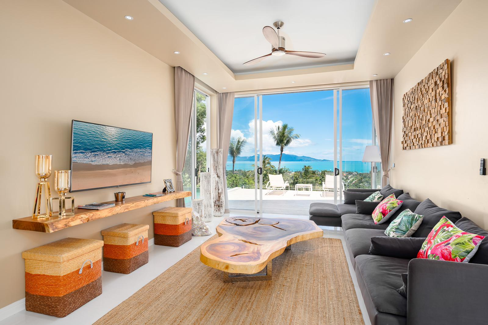 Stunning 2-bedroom property with sea view