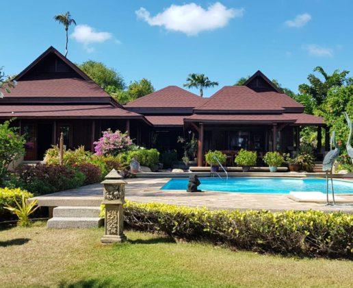 beach front villa, generous garden