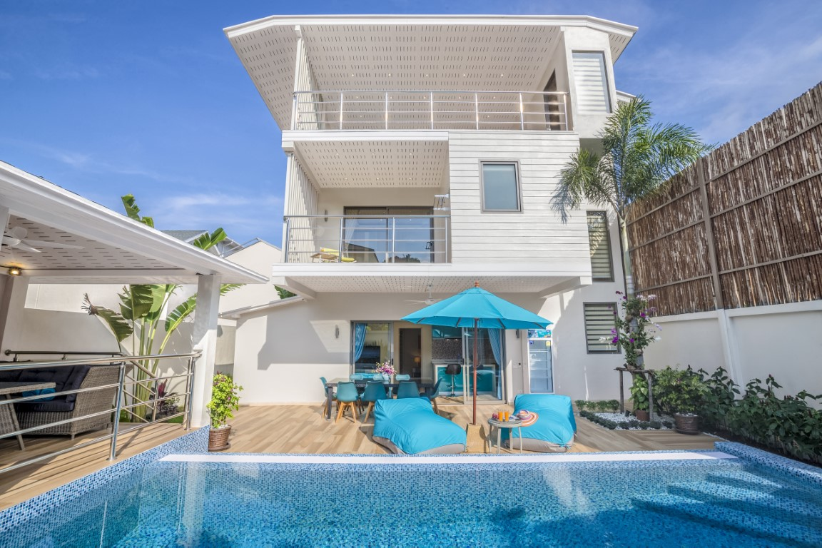 4-bedroom villa close to ban tai beach