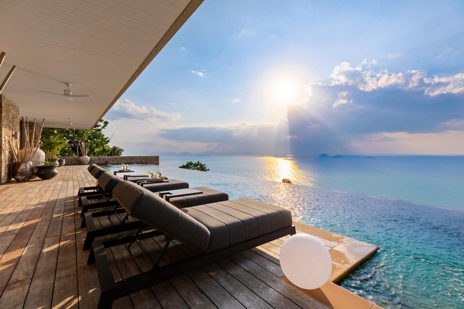 4 bedroom sea view villa close to the water